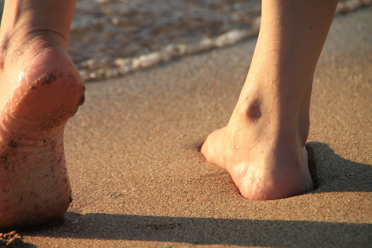 beneficios-de-caminar-por-la-playa