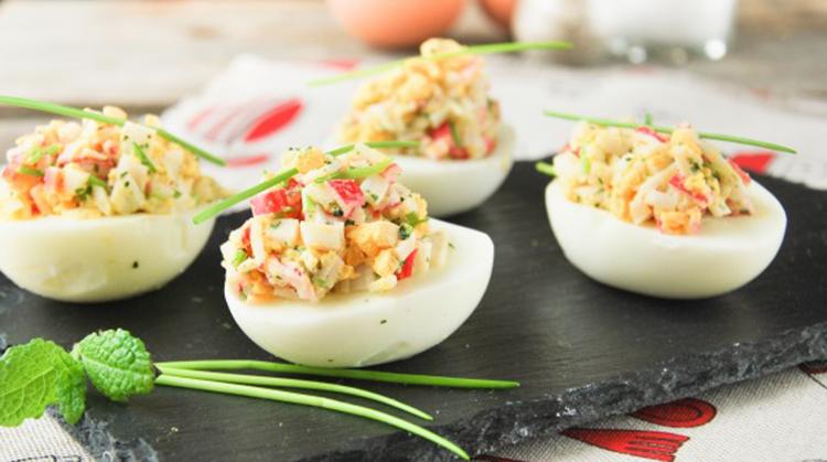 Huevos-rellenos-de-cangrejo